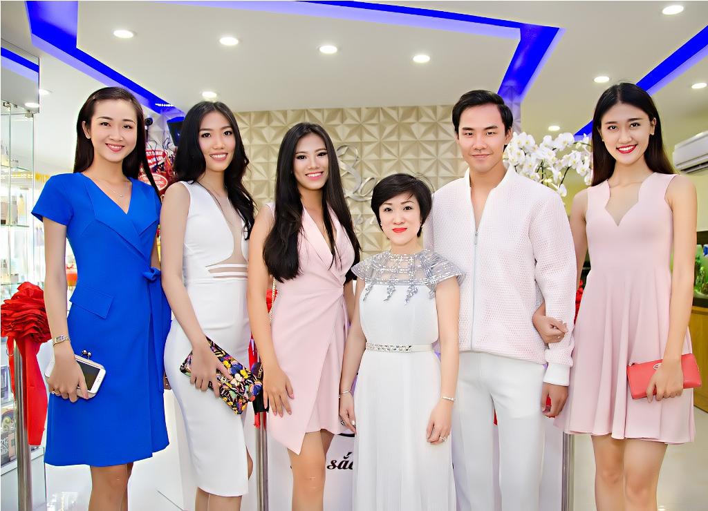 Chi Thanh Loan va dan nguoi mau chan dai