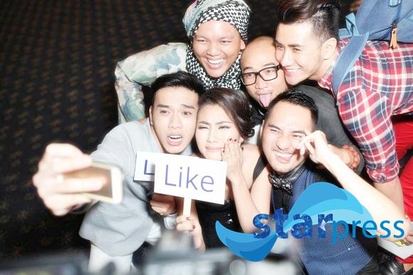 nghe-si-noi-tieng-me-mai-selfie-trong-dem-hoi-facebooker-32