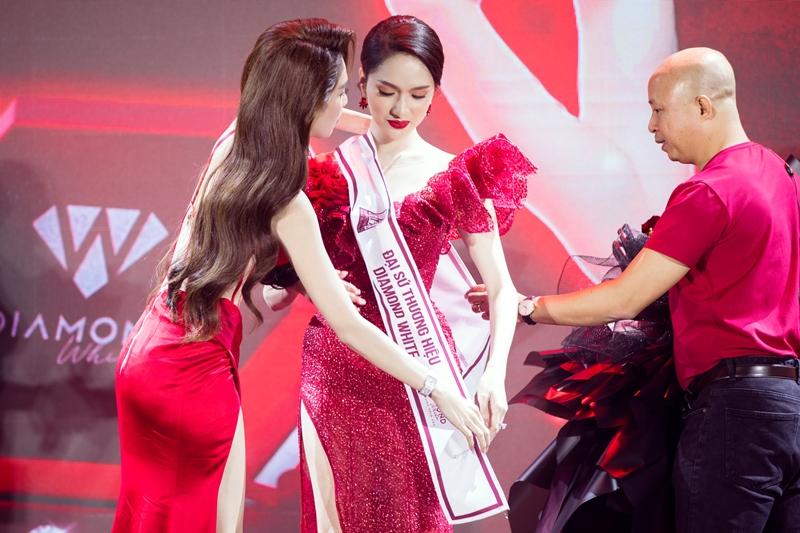 ngoc trinh huong giang 10 Ngọc Trinh chi 10 tỉ tổ chức Lễ ra mắt sản phẩm mới & Tân Đại sứ thương hiệu Diamond White