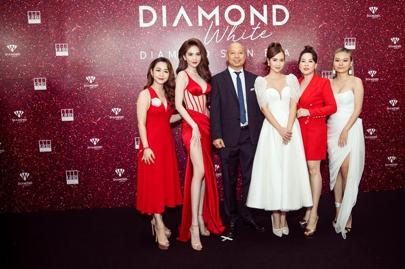 ngoc trinh huong giang 2 Ngọc Trinh chi 10 tỉ tổ chức Lễ ra mắt sản phẩm mới & Tân Đại sứ thương hiệu Diamond White