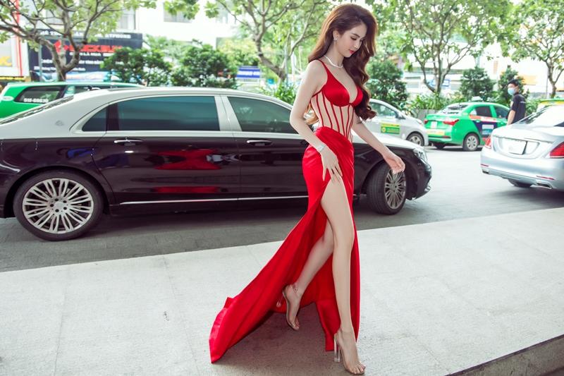 ngoc trinh huong giang 3 Ngọc Trinh chi 10 tỉ tổ chức Lễ ra mắt sản phẩm mới & Tân Đại sứ thương hiệu Diamond White