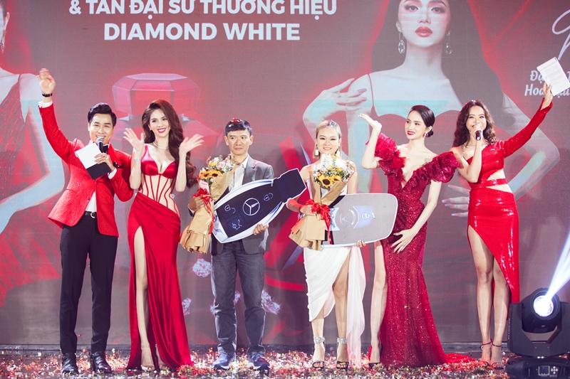 ngoc trinh huong giang 4 Ngọc Trinh chi 10 tỉ tổ chức Lễ ra mắt sản phẩm mới & Tân Đại sứ thương hiệu Diamond White