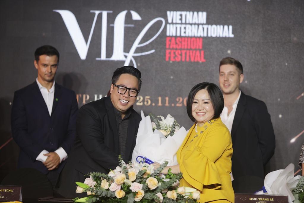 Lễ Ký kết EmpireEM_MultiMedia và Ra mắt chương trình Vietnam International Fashion Festival 2020(5)