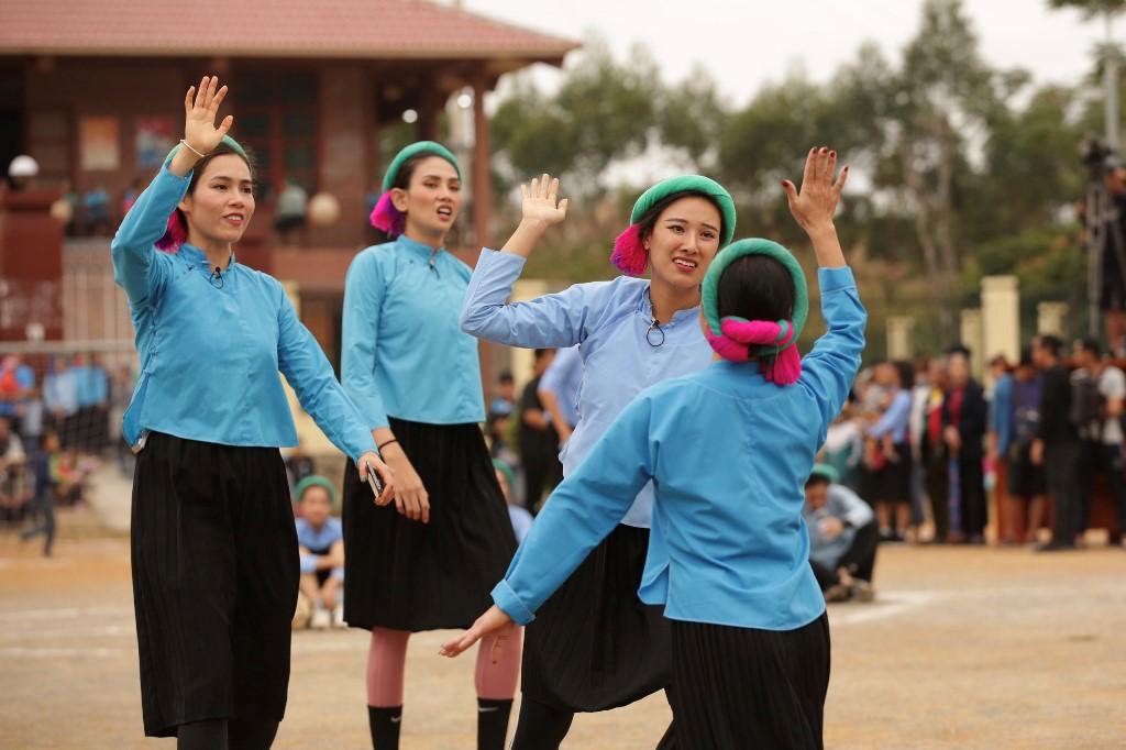Nguoi dep Vietnam Why Not tham gia da banh11