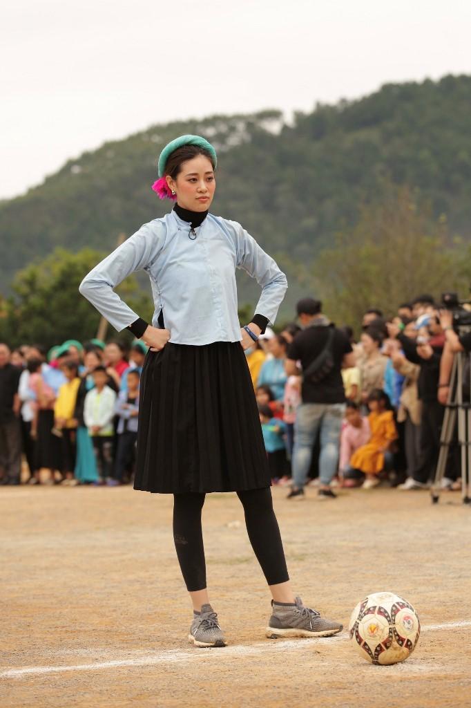 Nguoi dep Vietnam Why Not tham gia da banh15