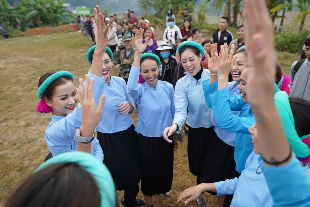 Nguoi dep Vietnam Why Not tham gia da banh59