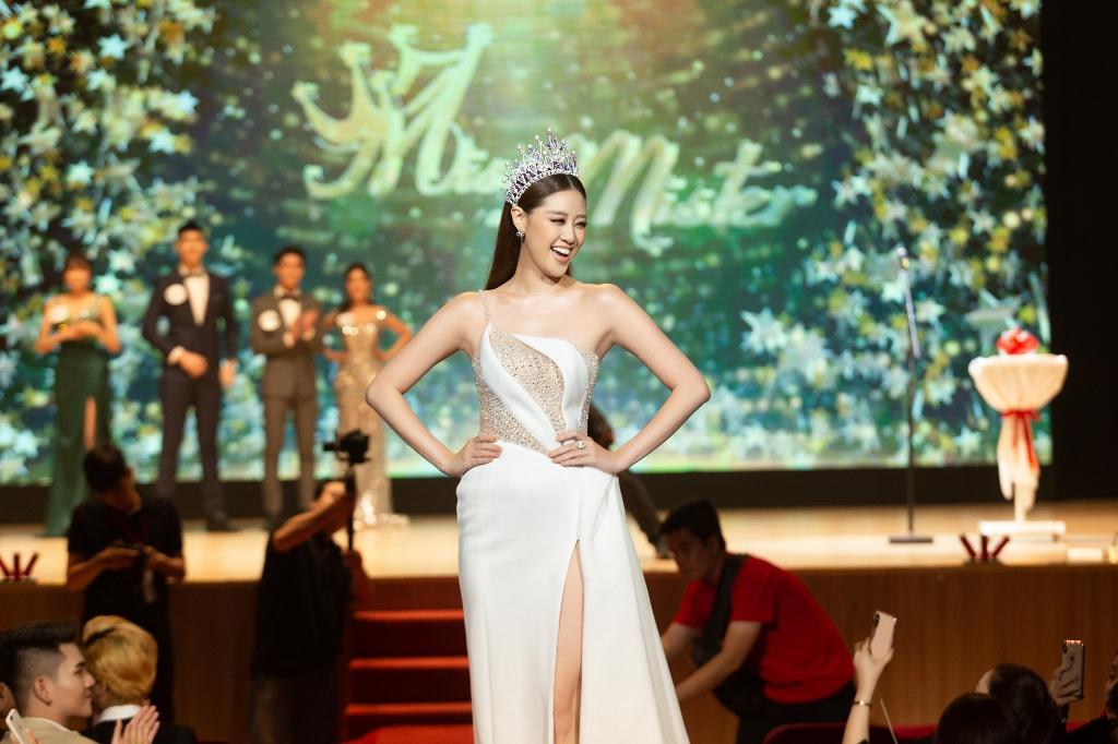 Hoa hau Khanh Van cham thi Miss va Mister Van Lang 20201