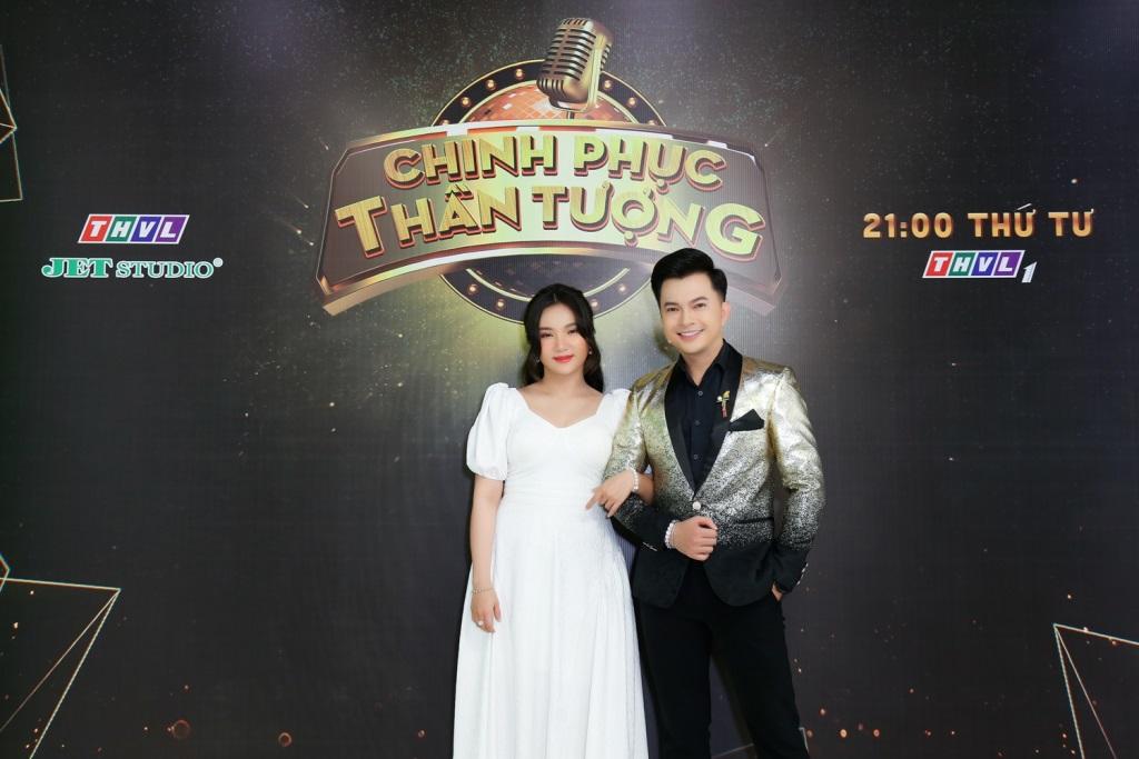 Vân Khánh rũ bỏ áo dài, gây sốt với tạo hình cô dâu sánh đôi cùng trai trẻ Lê Huy