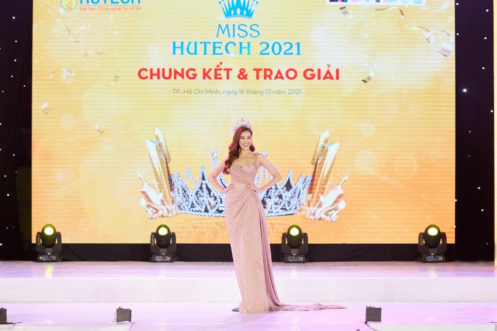 Hoa hau Khanh Van57