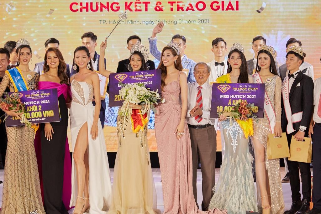 Hoa hau Khanh Van77