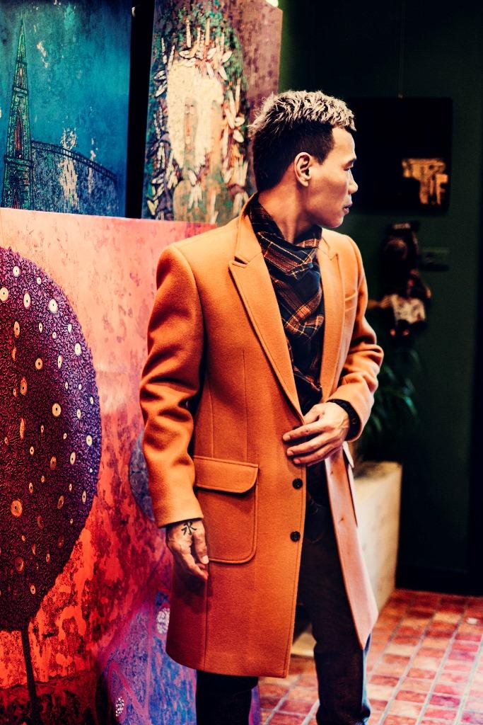 ntk nguyen tien loi 1 NTK Nguyễn Tiến Lợi tự làm mẫu cho mình, tinh tế pha trộn nhiều gam màu cho bộ ảnh mới
