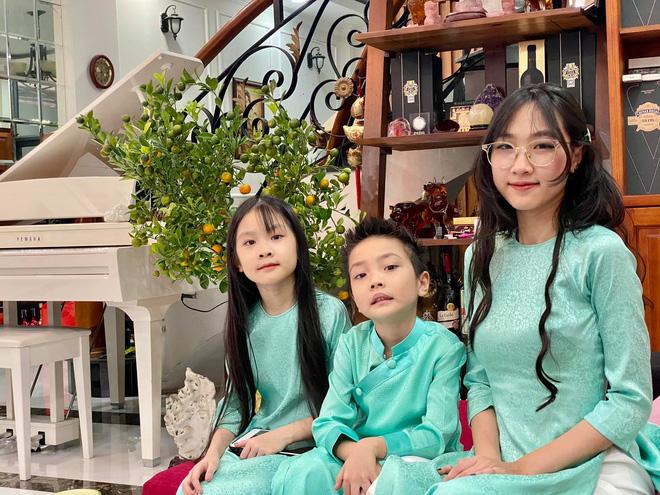 Hình ảnh hạnh phúc của Jimmii Nguyễn bên vợ và 3 người con - Ảnh 4.