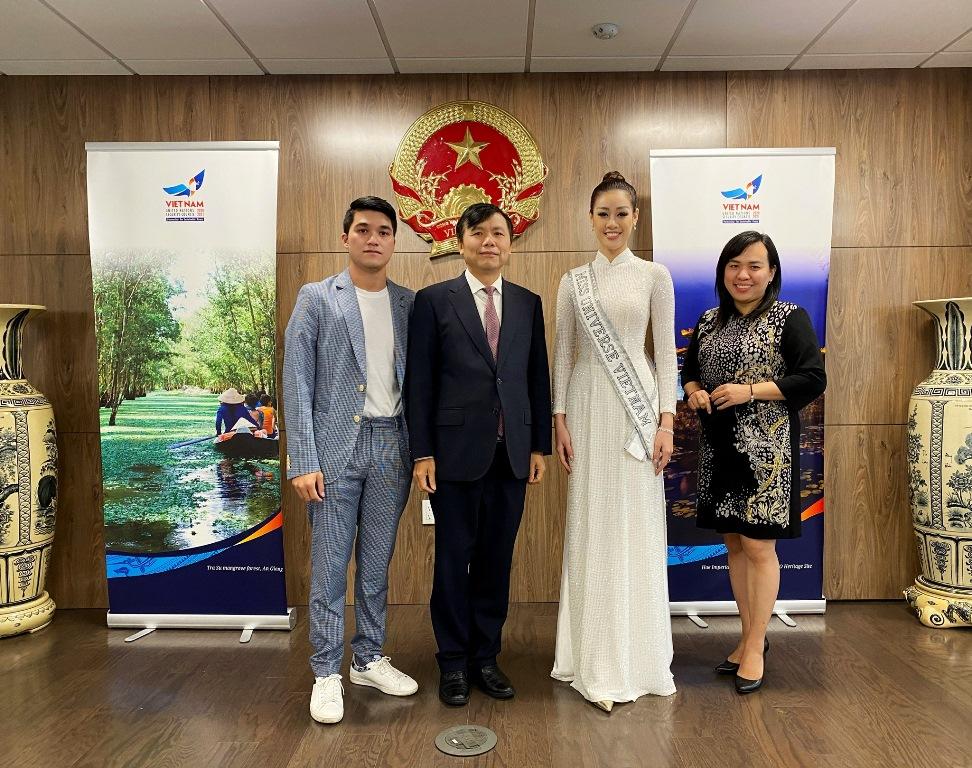 Hoa hau Khanh Van_Tham Lanh Su Quan1
