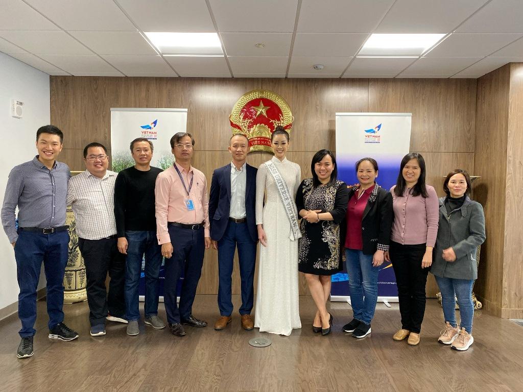 Hoa hau Khanh Van_Tham Lanh Su Quan2