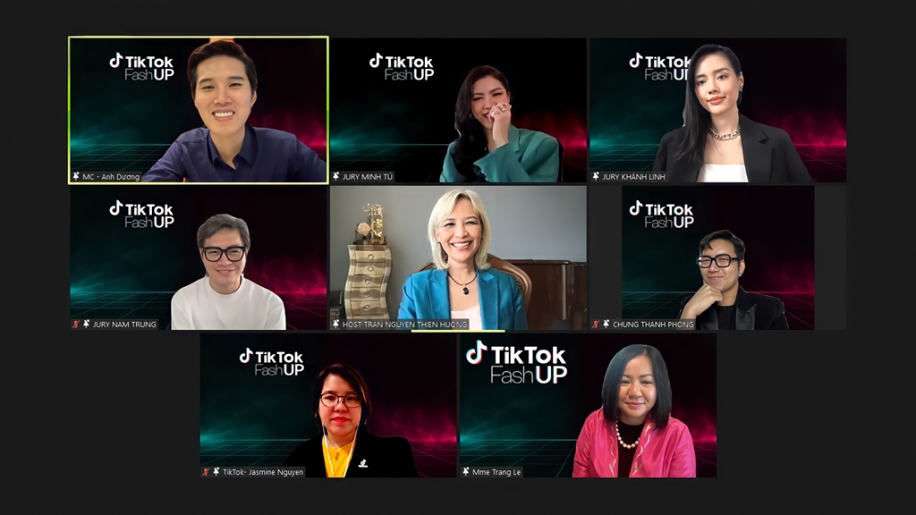 1. Ms Trang Nguyễn, Giám đốc Marketing Ti1. Ms Trang Le, CEO MultiMedia JSC và các Giám khảo -